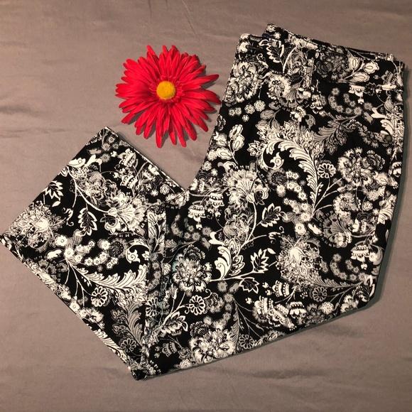 b5a2cb07c11666 Bandolino Pants | Mandie Blkwht Floral Capris Sz 12 | Poshmark
